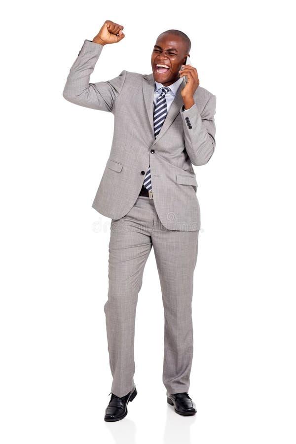 Talande mobiltelefon för affärsman arkivfoton