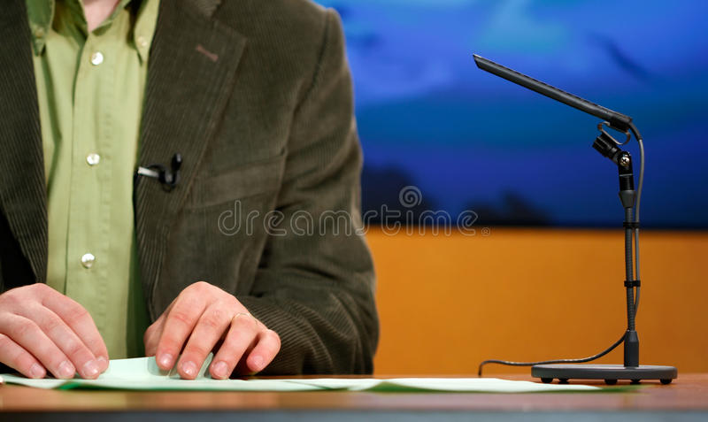 talande tv för högtalarestudio royaltyfri fotografi