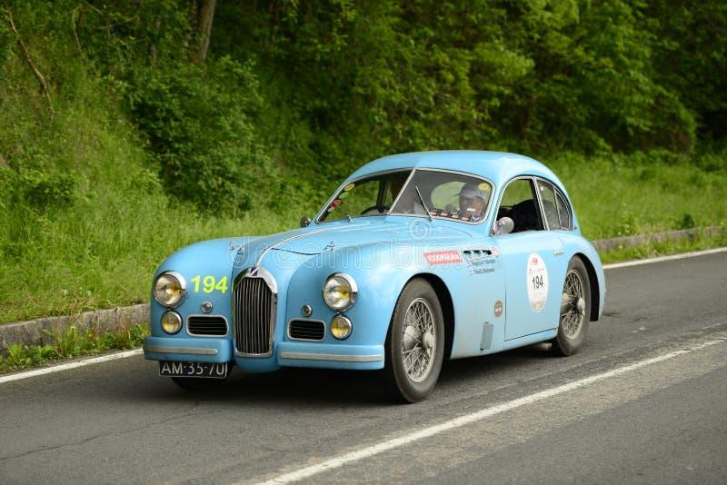Talbot Lago bilspring i det Mille Miglia loppet royaltyfri bild