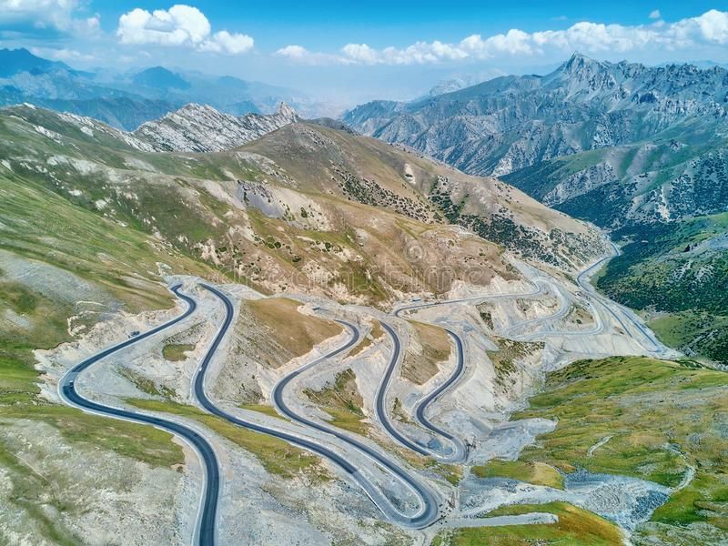 Taldyk山口在 2018年8月采取的吉尔吉斯斯坦 图库摄影