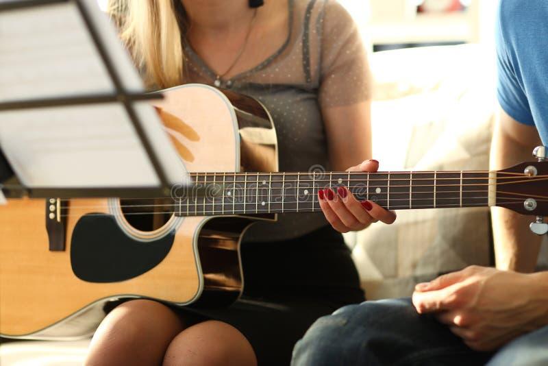 Talentierte Musikerpartei Musikalisch-Tutorial erstellen stockfotografie