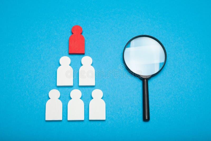 Talentressource, menschlicher Manager Finden Sie Angestellten im Glas, Konzept stockbild