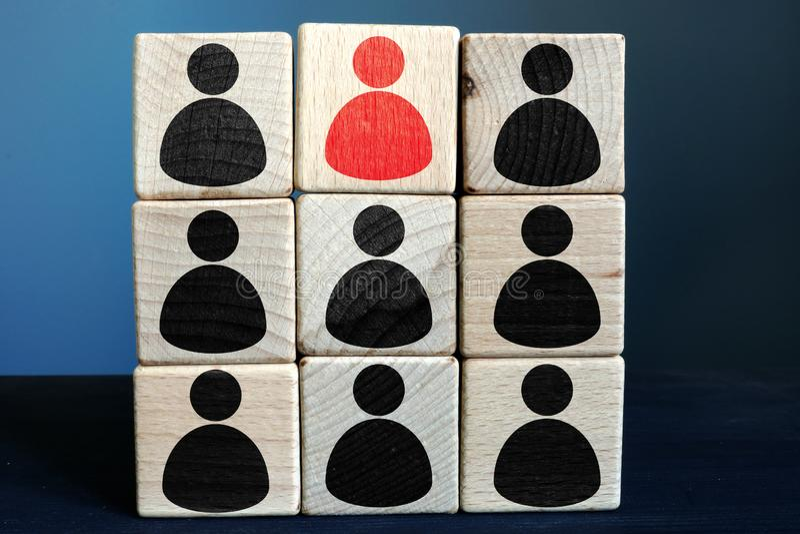 Talentu zarządzanie HR i dział zasobów ludzkich Drewniany blok z postaciami fotografia royalty free