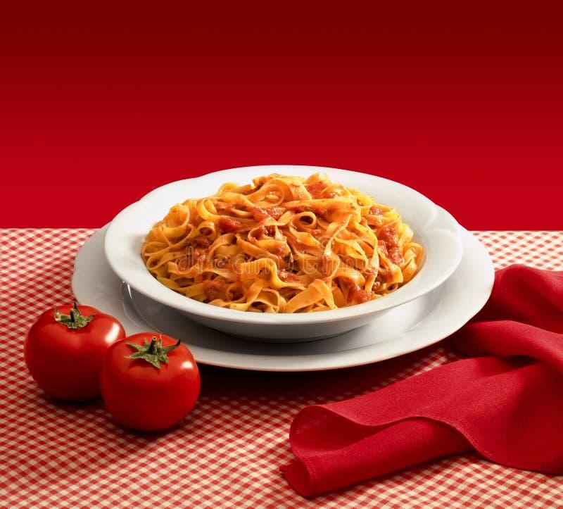 Talerz makaron z pomidorowym kumberlandem fotografia royalty free