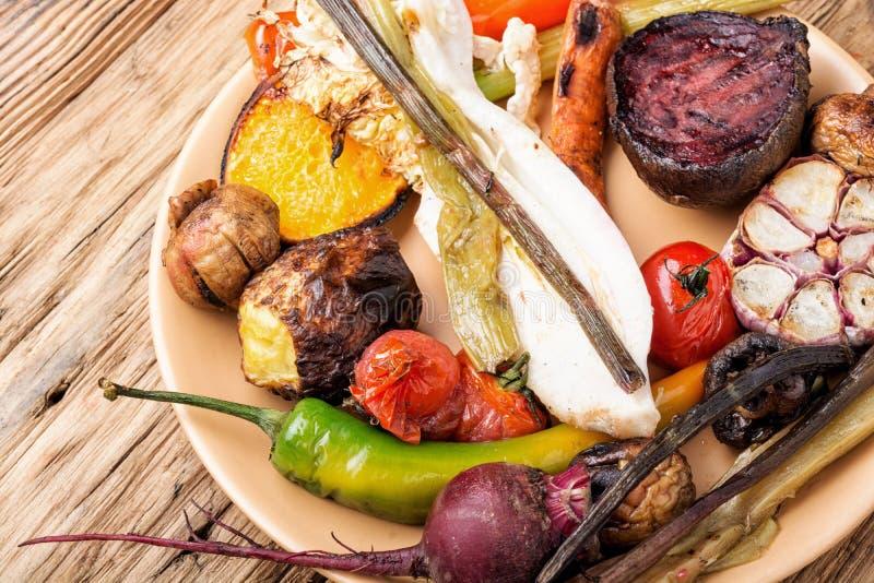 Talerz z Piec na grillu warzywami obraz stock