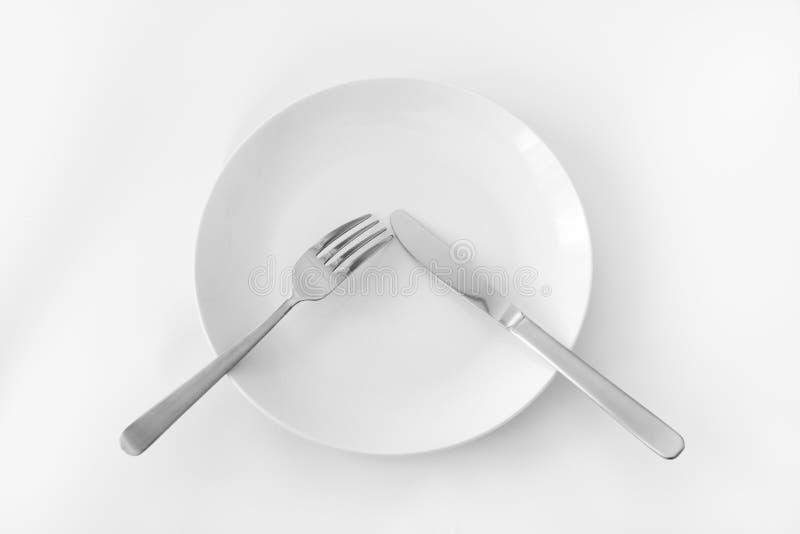 Talerz z rozwidleniem i nożem. fotografia stock