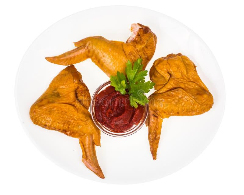Talerz z uwędzonymi kurczaków skrzydłami obrazy royalty free
