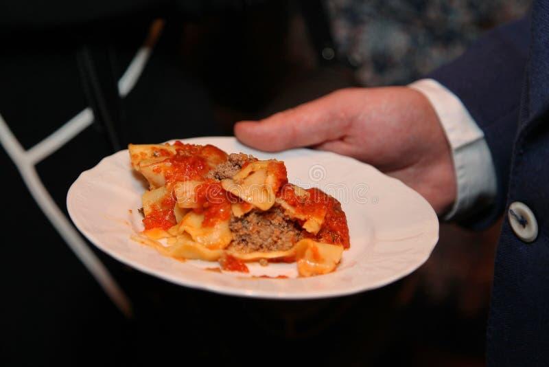 Talerz z włoski karmowym właśnie gotującym zdjęcie royalty free