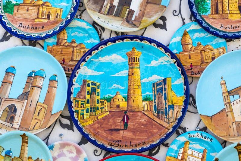 Talerze i garnki na ulicznym rynku w mieście Bukhara, uzbek zdjęcia stock