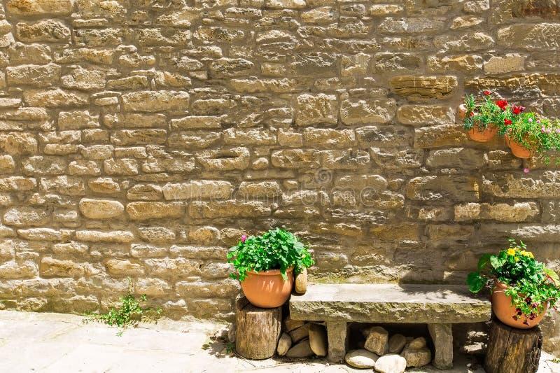 Tali le vie meravigliosamente decorate, case e le pareti possono immagine stock libera da diritti
