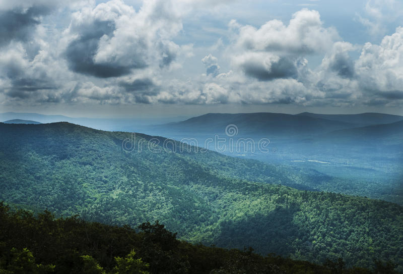 Talimena-Antrieb, Ouachita-Berge, szenischer Seitenweg lizenzfreie stockfotografie
