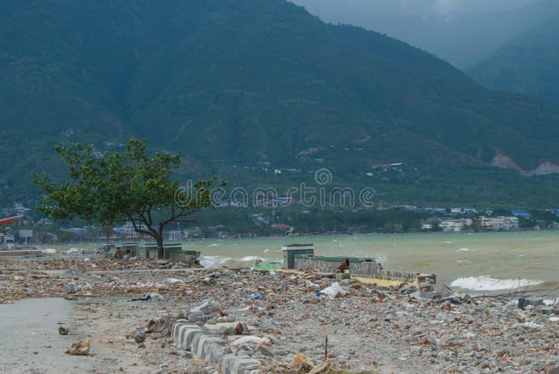 Talise Palu, Indonesien kustlinjesikt efter tsunamin Palu, Indonesien på 28 September 2018 arkivfoton