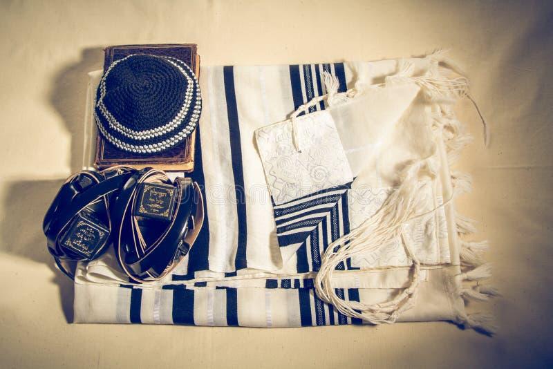 Talit, Kippah, Tefillin και Siddur, εβραϊκά τελετουργικά αντικείμενα στοκ εικόνες