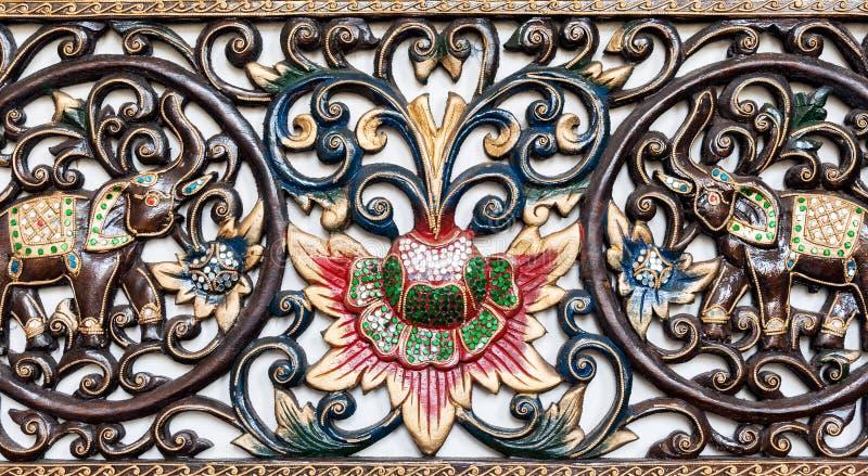 Talla colorida de madera imagen de archivo