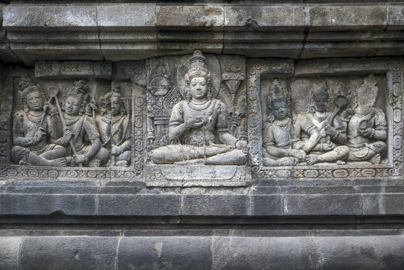 Talla de alivio en el templo de Prambanan, Indonesia fotografía de archivo