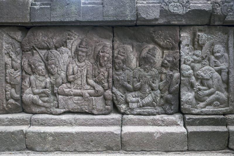 Talla de alivio en el templo de Prambanan, Indonesia imágenes de archivo libres de regalías
