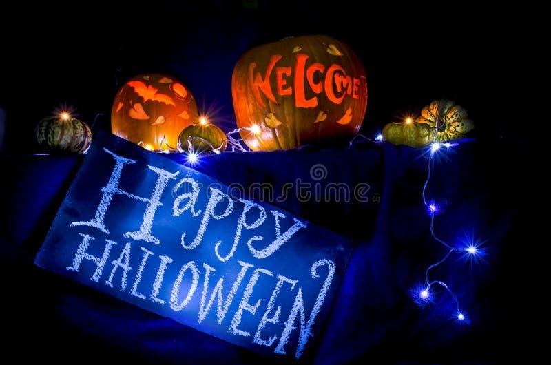 Talla de la calabaza del feliz Halloween imagenes de archivo