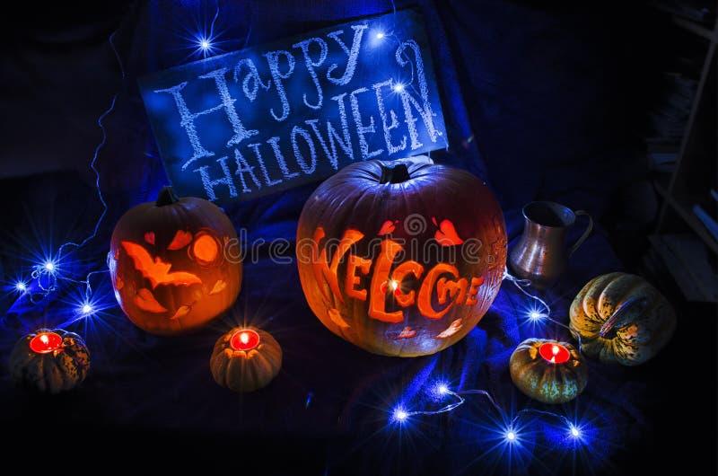 Talla de la calabaza del feliz Halloween imagen de archivo libre de regalías