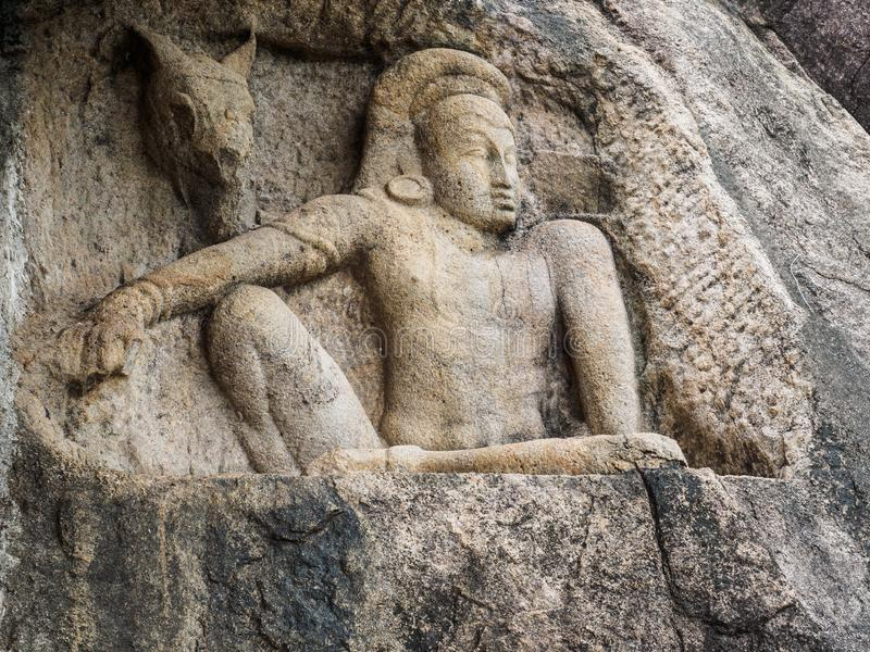Talla de la piedra de Acient del hombre y del caballo en el templo de Isurumuni Rajamaha Viharaya en Anuradhapura, Sri Lanka fotos de archivo libres de regalías