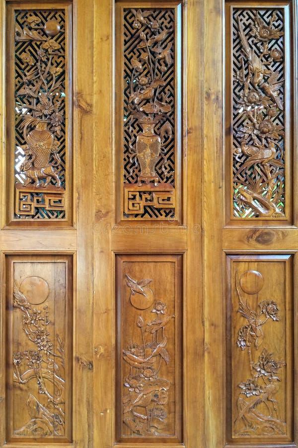 Talla de madera delicada en el templo de Nanputuo en la ciudad de Xiamen, China imagen de archivo