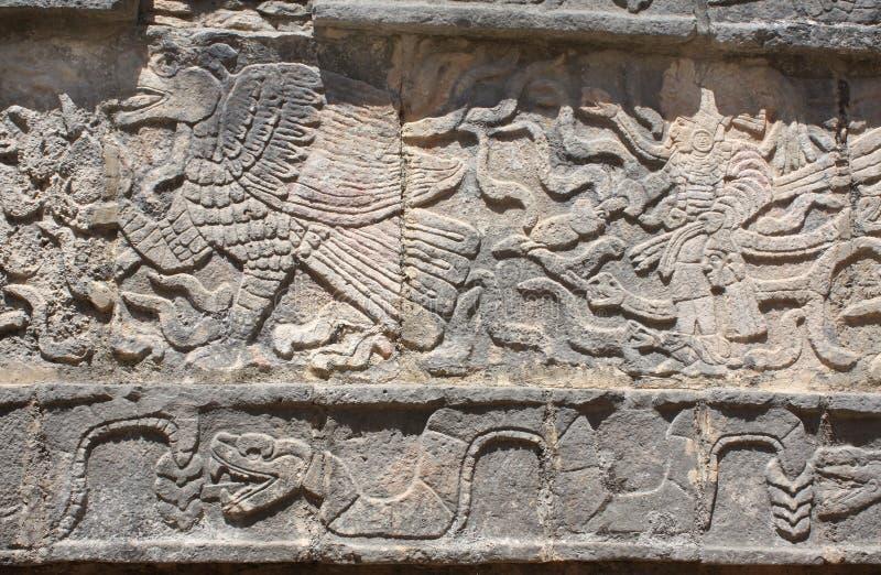 Talla del bajorrelieve del águila, del cacique y de la serpiente, Chichen Itza, fotografía de archivo