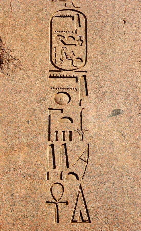 Talla egipcia antigua de los hieroglyphics imágenes de archivo libres de regalías