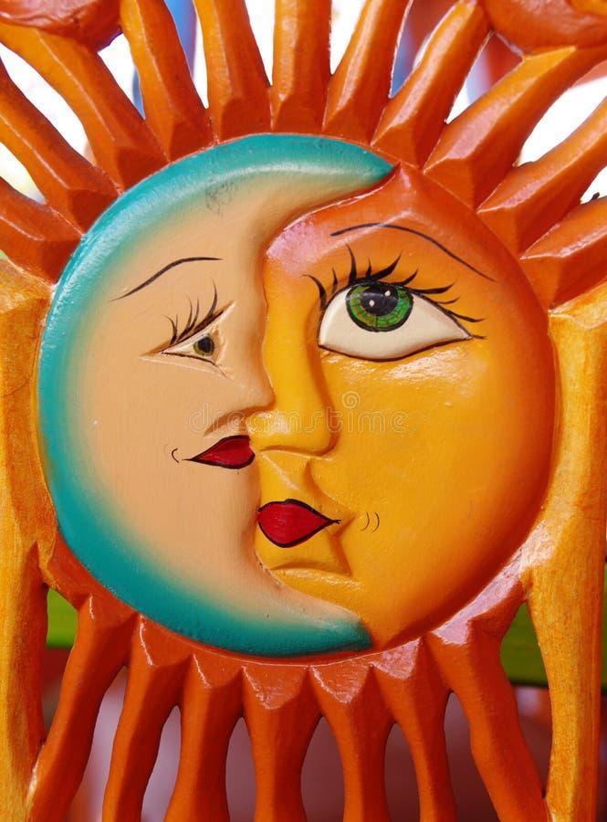 Talla mexicana del sol y de la luna foto de archivo libre de regalías