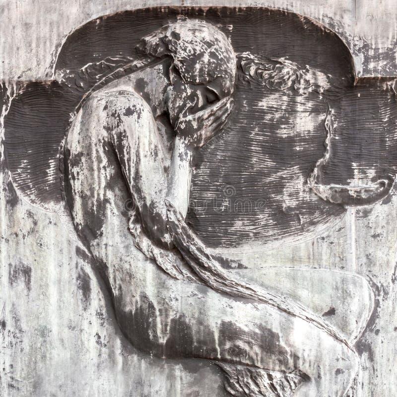 Tallado de hombre que llora fotos de archivo