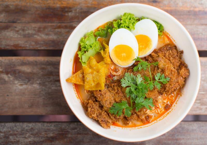 Download Tallarines asiáticos foto de archivo. Imagen de cocina - 42442354