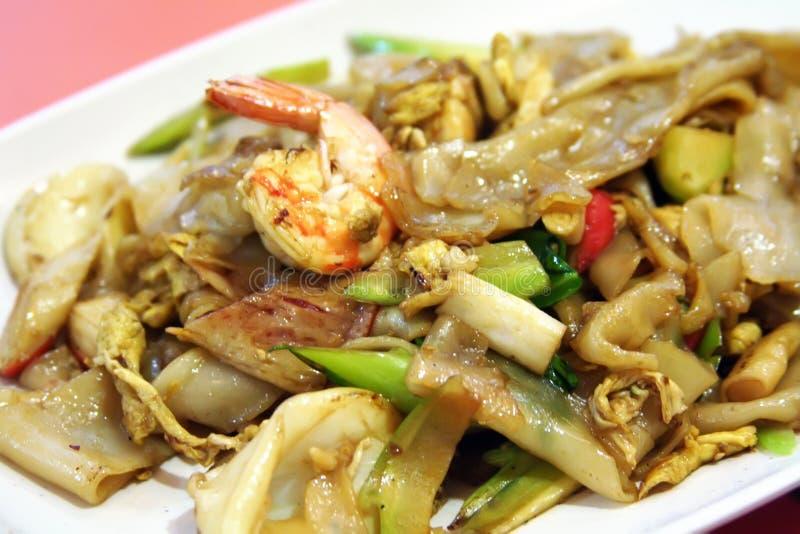 Tallarines asiáticos fritos foto de archivo