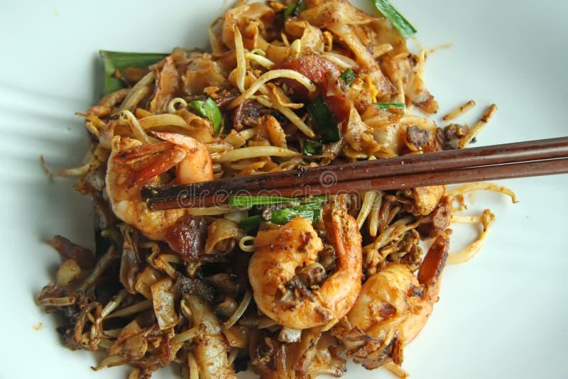 Tallarines asiáticos fritos imagen de archivo