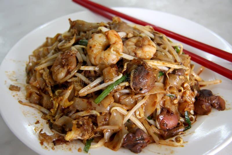 Tallarines asiáticos fritos fotos de archivo