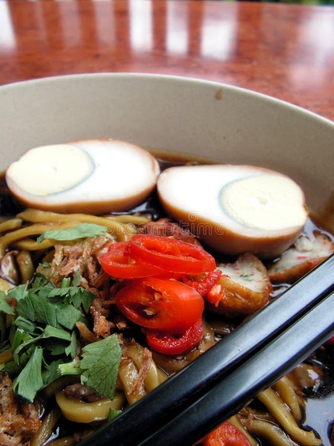 Download Tallarines con el huevo foto de archivo. Imagen de asiático - 1286062