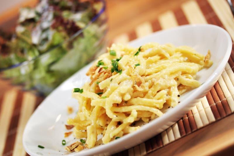 Download Tallarines con queso foto de archivo. Imagen de brunch - 41910474