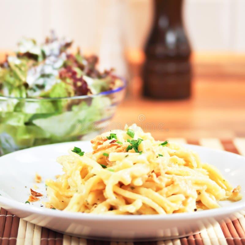 Download Tallarines con queso imagen de archivo. Imagen de restaurante - 41910493