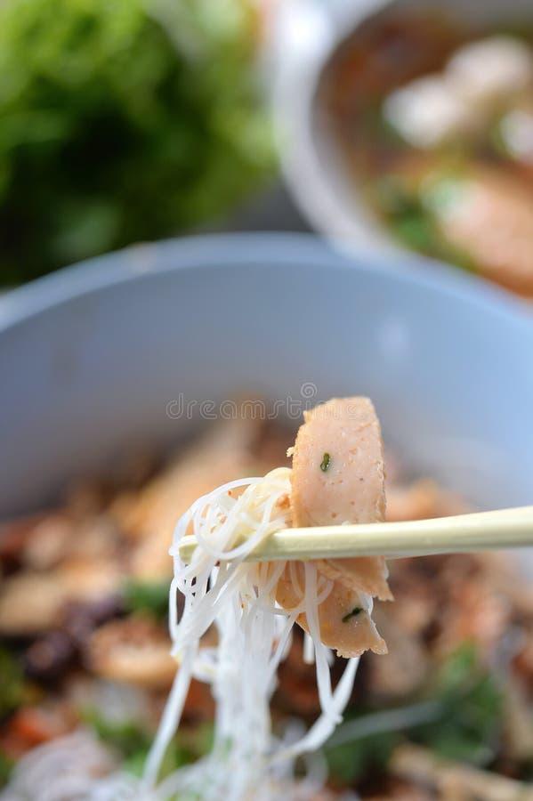 tallarines de arroz de la bola de pescados fotografía de archivo