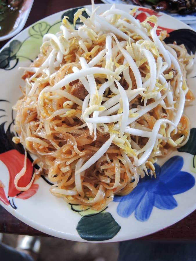 Tallarines de arroz sofritos, Korat de la comida tailandesa fotos de archivo libres de regalías