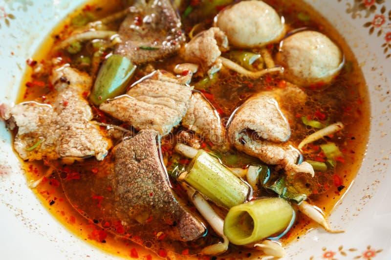 Tallarines de la comida tailandesa tradicional imágenes de archivo libres de regalías
