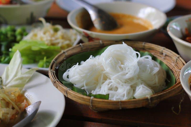 Tallarines de la harina de arroz o fideos tailandeses blancos del arroz imagen de archivo libre de regalías