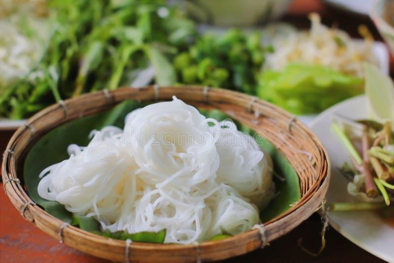 Tallarines de la harina de arroz o fideos tailandeses blancos del arroz fotografía de archivo