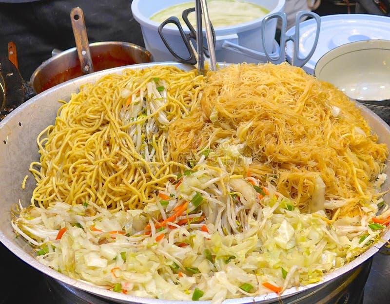 Tallarines fritos de la arroz-harina fotos de archivo libres de regalías