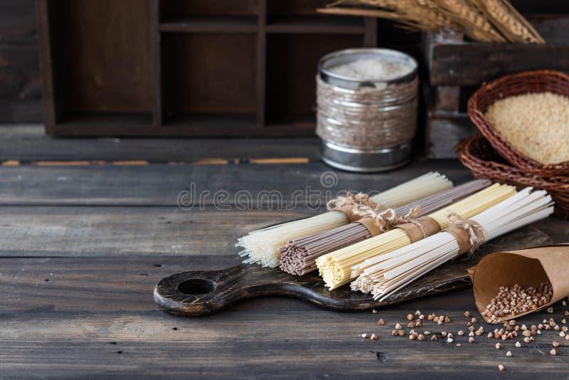 tallarines Gluten-libres de diversas clases fotografía de archivo