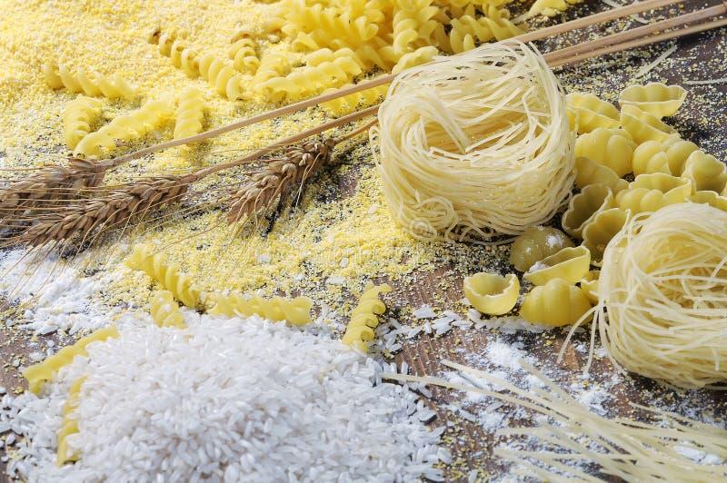 Tallarines, pastas y arroz imagen de archivo libre de regalías