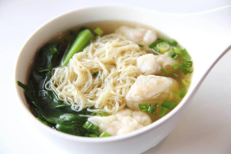 Tallarines y comida del chino de las bolas de masa hervida de los camarones fotografía de archivo