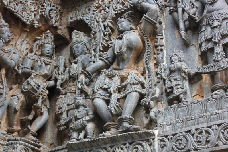Tallas exquisitamente ornated del alivio en la pared externa del templo de Hoysaleswara fotografía de archivo libre de regalías