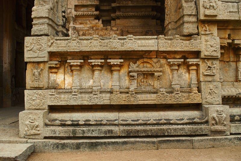 Tallas a la derecha del pedestal Gopura del norte del patio interno, templo de Achyuta Raya, Hampi, Karnataka Cente sagrado foto de archivo libre de regalías