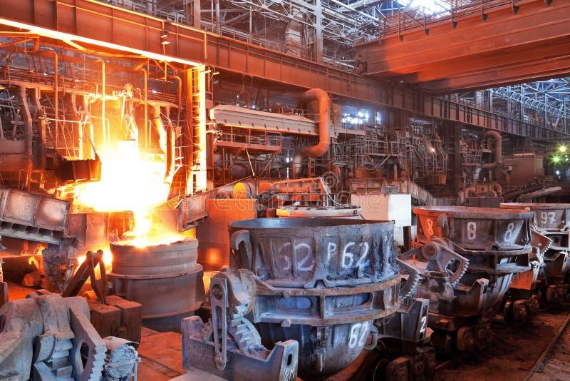 Taller de hogar abierto de la planta metalúrgica fotografía de archivo libre de regalías