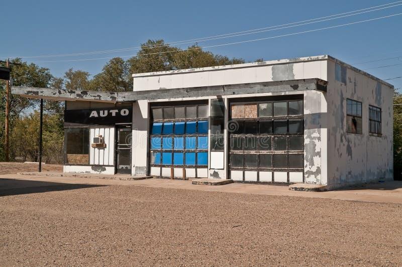Taller de reparaciones automotor abandonado fotografía de archivo libre de regalías