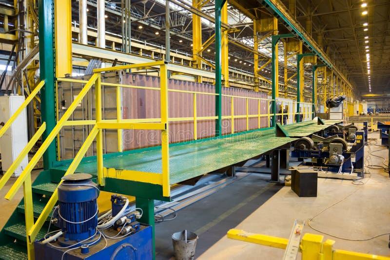 Taller de una planta industrial del balanceo del tubo imagen de archivo