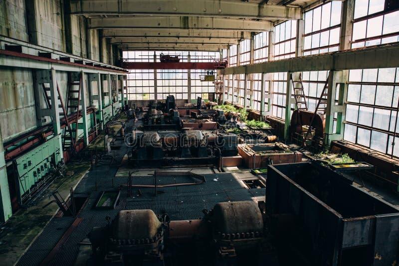 Taller interior abandonado viejo de la fábrica industrial, concepto olvidado de los lugares imágenes de archivo libres de regalías